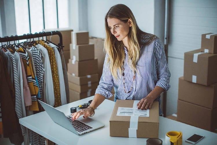 nuevas-tecnologias-mujer-empresaria-reinventar-negocio-comercio
