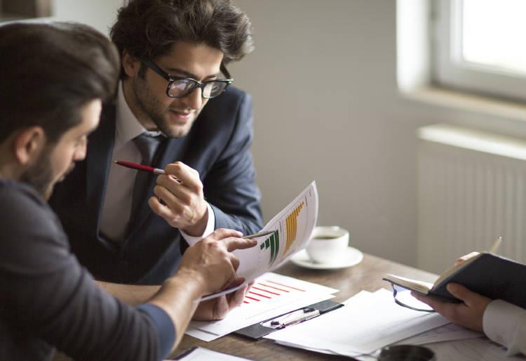 expertos-hablando-sobre-como-invertir-en-deuda-para-sacar-la-maxima-rentabilidad-posible