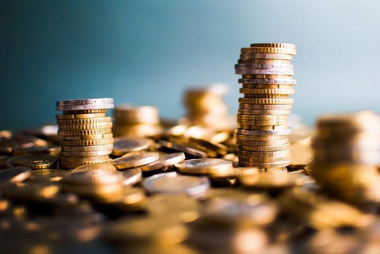 Monedas-apiladas-dinero-efectivo