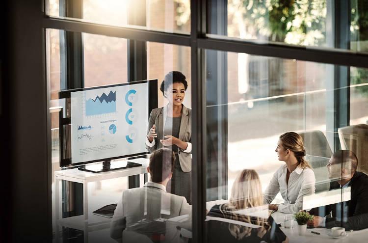 mujer-empresaria-negocios-financiacion-tecnologicas
