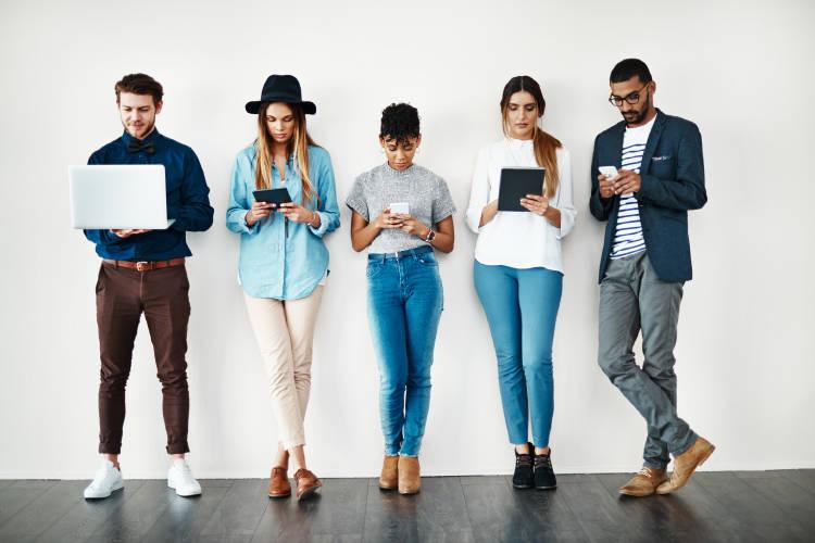 tendencias-millennials-centennials-tecnologia-negocios