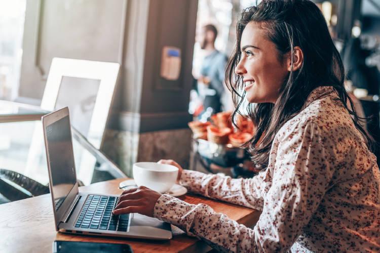 blogs-emprendedores-blogger-escribiendo-post