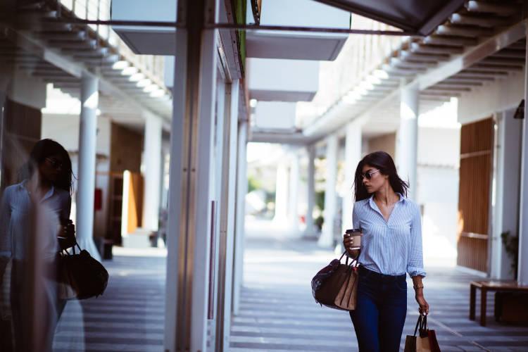 chica-lujo-compras-empresa