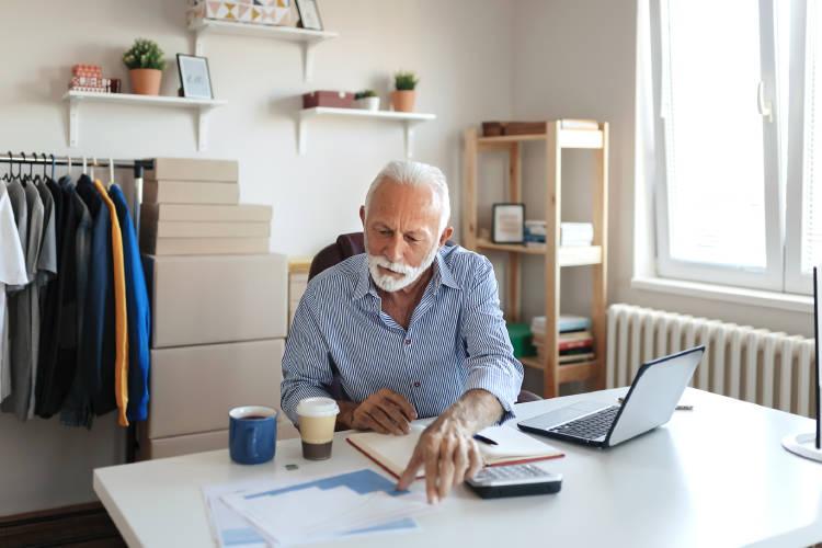autónomo-empresario-buscando-mejor-plan-de-jubilación