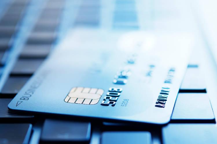 ¿Por qué hay tantas compañías que ofrecen tarjetas de débito?
